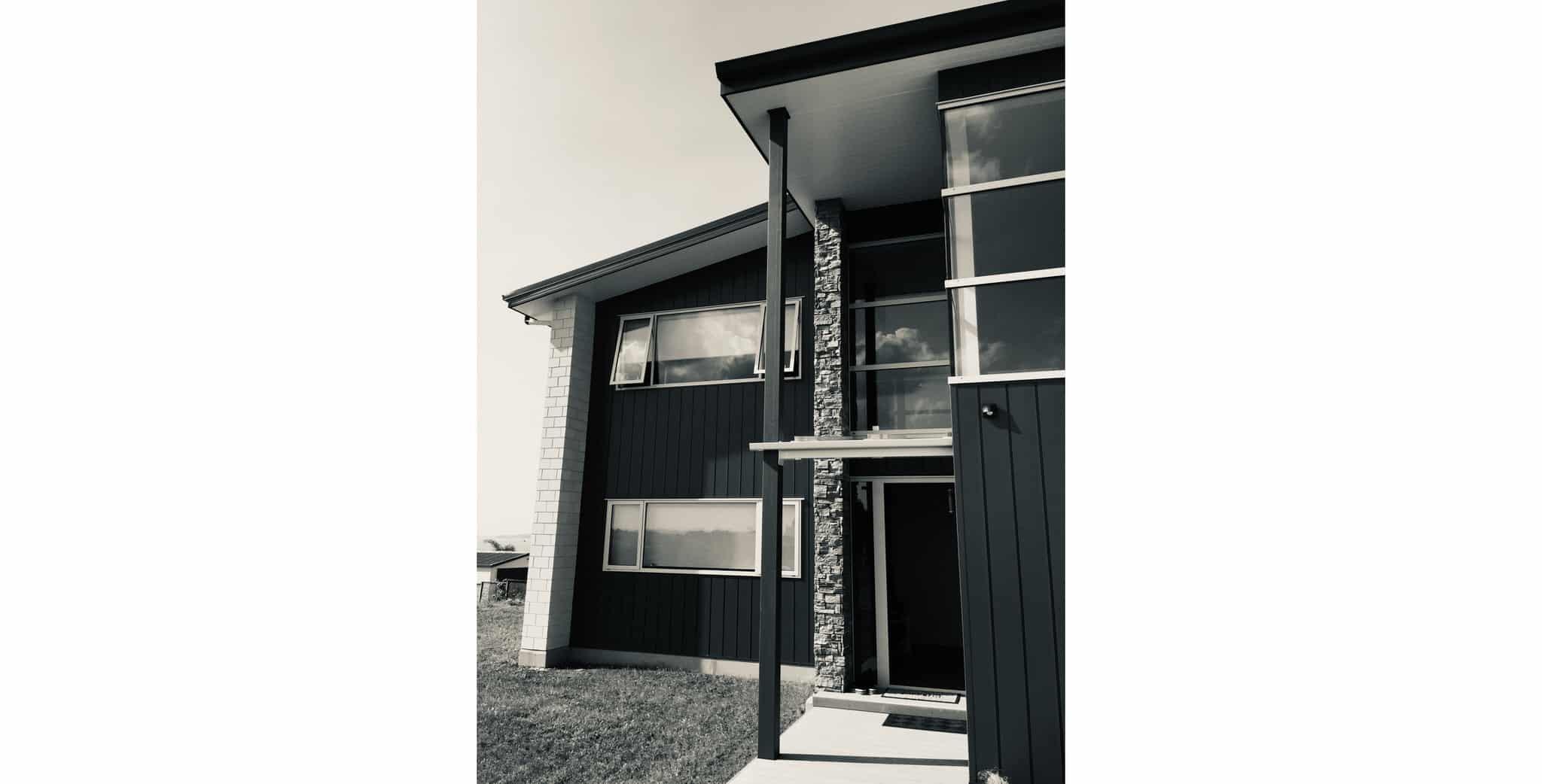 Maraetai House - Exterior b&w 1