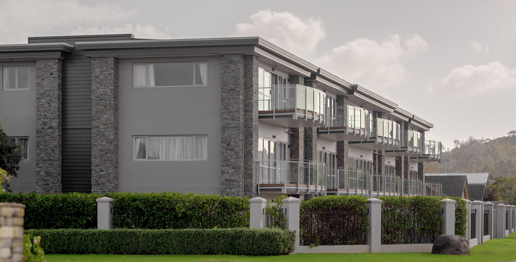 Orewa Grand Apartments - External 2